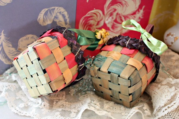 Banner and baskets 008